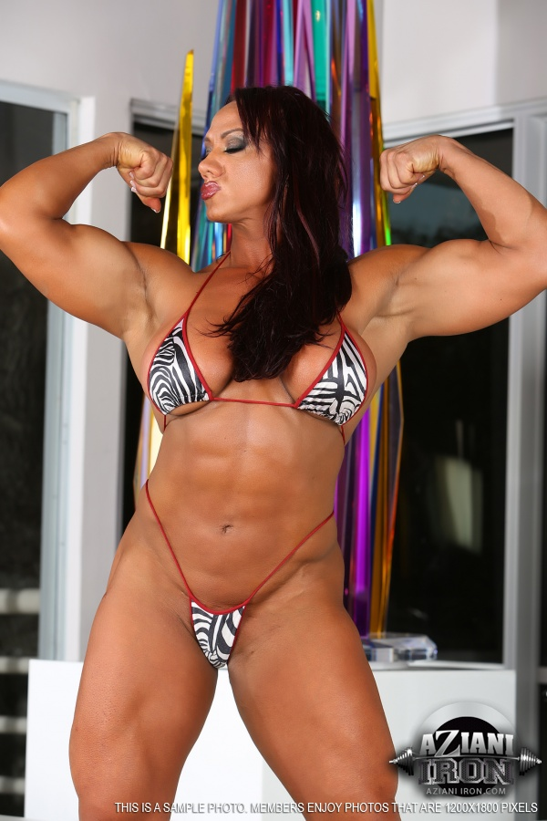 Katka shows off her powerful muscles 7
